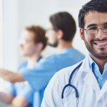 Pesquisa aponta razão entre médico especialista e generalista no Brasil