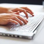 Seu teclado pode estar cheios de bactérias. Veja pesquisa de professora do Revisamed