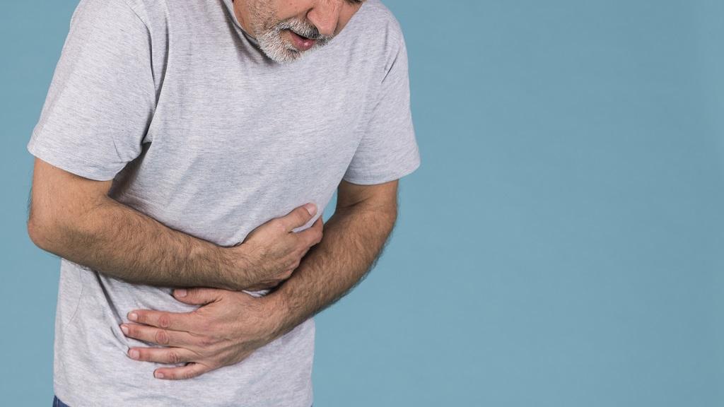 Sintomas e tratamento de úlcera péptica perfurada.