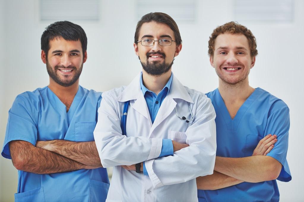 Médicos pelo Brasil x Mais Médicos