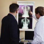 Qual o salário do médico especialista? Veja por áreas