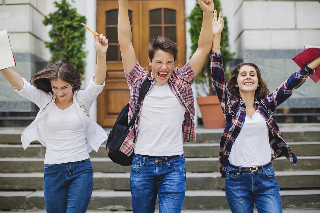 estudantes comemoram aprovação na residência médica